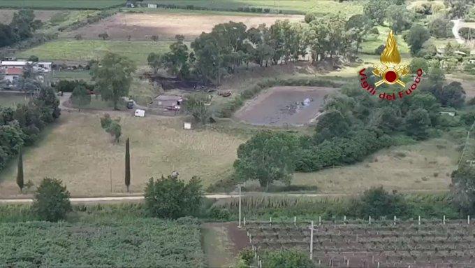 Incidente aereo a Nettuno, ultraleggero cade e prende fuoco: morti pilota e passeggero