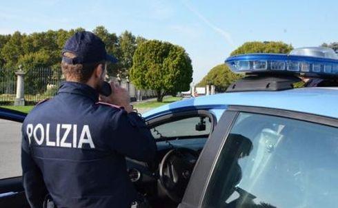 LARIANO – Controlli amministrativi della Polizia di Stato, Carabinieri e ASL di zona, al complesso sportivo di via Cerreta. Rilevate gravi violazioni che hanno portato, tra l'altro, alla chiusura per 5 giorni dell'interno impianto.