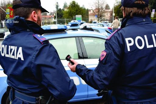 Nettuno. Rapinano un giovane italiano: arrestato dalla Polizia di Stato un cittadino romeno per il reato di rapina aggravata in concorso e sottoposto a fermo di indiziato di delitto il cugino, anch'egli cittadino rumeno.