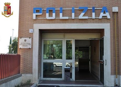 Roma, lancia sassi contro il Commissariato Romanina: arrestato