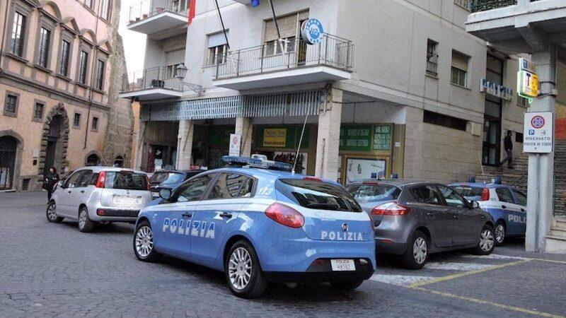 Velletri, minorenne deruba gruppo di 12enni e rapina un negozio in Via del Comune: arrestato