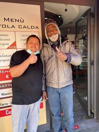 Ciampino, al Geff Café raccolta fondi per John: potrà tornare nella sua Nigeria (VIDEO)