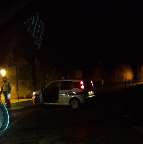 Incidente a Castel Gandolfo: motociclista cade dalla moto. Intervengono Polizia e Carabinieri