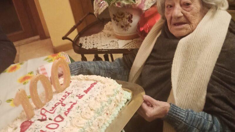 Marino – La signora Lina compie 100 anni! Gli auguri dell'Assessore Cerro (FOTO)