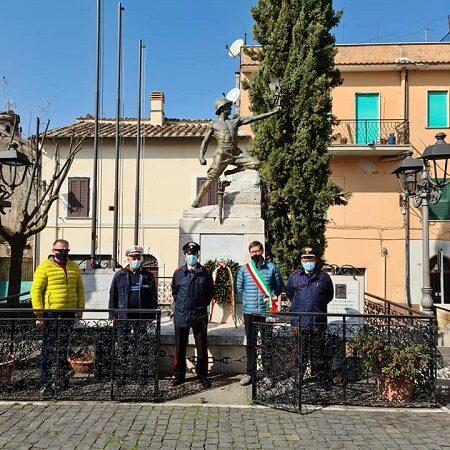 Attanasio-Iacovacci, a Colonna corona di fiori in Piazza Vittorio Emanuele II