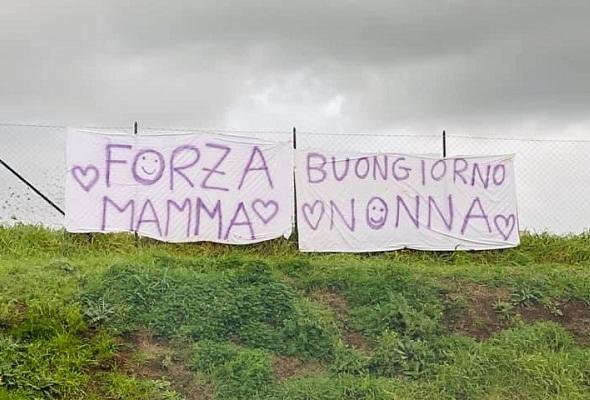 """Ospedale Castelli, dopo """"Buongiorno Nonna"""" un nuovo striscione: """"Forza Mamma"""" (FOTO)"""