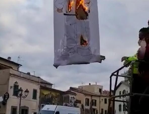Colonna, si chiude il Carnevale 2021: bruciato Pulcinella (VIDEO)