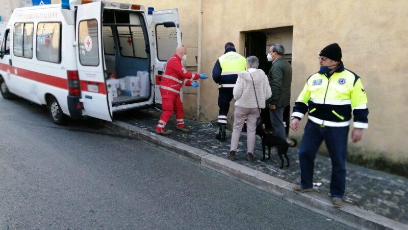 CRI Colli Albani consegna viveri alle famiglie in difficoltà di Marino