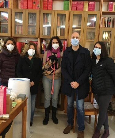 Genzano – Lo psicologo Rocco Emanuele Cenci dona i suoi libri all'IC De Santis